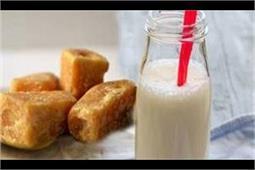 रात को सोने से पहले गुड़ के साथ पिएं दूध,फिर देखें कमाल
