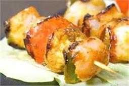 मेहमानाें के लिए घर पर बनाएं गर्मा-गर्म Mushroom Tikka
