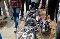 मोटरसाइकिल की आमने-सामने से जबरदस्त टक्कर, 2 घायल