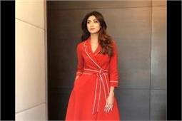 इवेंट में शिल्पा ने पहना Red Trench Coat, दिखी बेहद स्टाइलिश