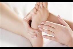 आपके भी हाथ-पैर ठंडे पड़ते हैं तो अपनाएं ये उपचार