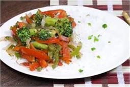 मेहमानाें के लिए घर पर बनाएं Stir Fry Broccoli & Carrots