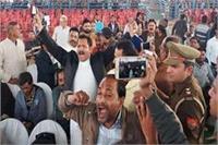 अलीगढ़ में मेयर के शपथ ग्रहण समारोह में राष्ट्रगीत का अपमान
