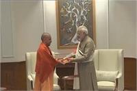 PM मोदी से मिले CM योगी, दी निकाय चुनावों में जीत की बधाई
