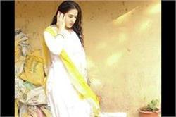 व्हाइट सूट में दिखा सारा अली खान का खूबसूरत अंदाज