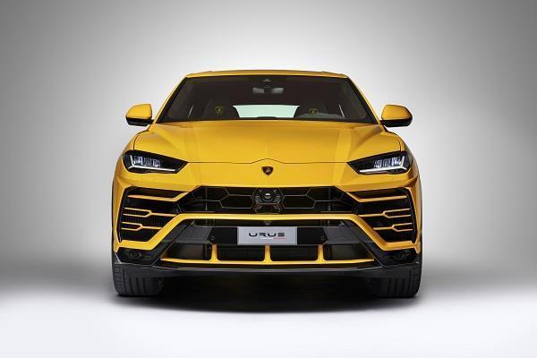 Lamborghini ने पेश की अपनी दमदार कार Urus, टॉप स्पीड 305 kmph