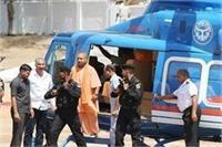 फैजाबाद: एयरपोर्ट पर अचानक लैंड हुआ CM योगी का हेलीकॉप्टर, मचा हड़कंप