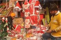 क्रिसमस पर्व की तैयारियां जोरों पर, गिफ्ट आइटम्स से सज रहे बाजार