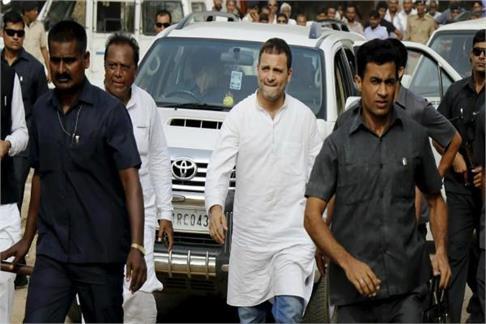 अमेठीः राहुल के खिलाफ सैंकड़ों किसान हुए लामबंद, किया विरोध प्रदर्शन