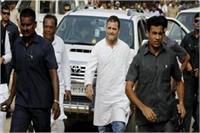 अमेठीः कांग्रेस अध्यक्ष के खिलाफ सैकड़ाें किसानों का प्रदर्शन, रूट बदलने से नाराज हुए राहुल गांधी