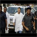 अमेठीः कांग्रेस अध्यक्ष के खिलाफ सैंकड़ों किसानों का प्रदर्शन, रूट बदलने से नाराज हुए राहुल गांधी