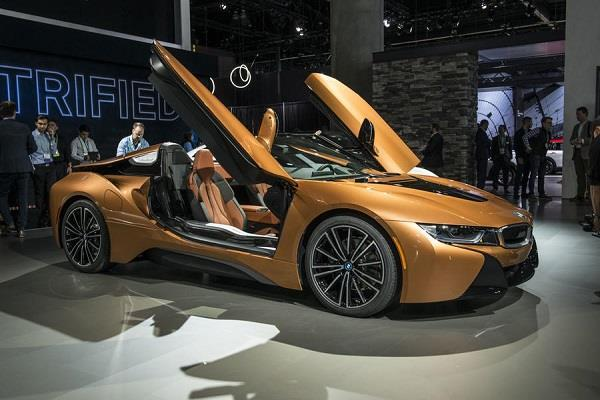 BMW ने लांच की नई शानदार i8 Coupe कार, टॉप स्पीड 250 kmph