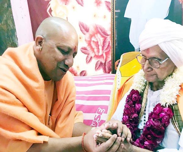 मनमोहन बोलने लगे, राहुल को मंदिर जाना आ गया: योगी आदित्यनाथ