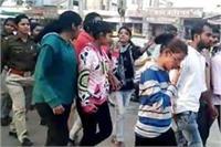 जब पुलिस ने नहीं की कोई कार्रवाई तो लड़कियों ने उठाया एेसा कदम