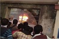 BHU में फिर बवालः SP युवजन सभा के नेता की गिरफ्तारी पर उग्र हुए छात्र, तोड़फोड़ और आगजनी