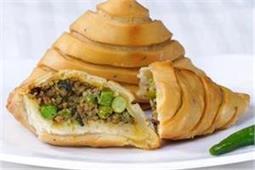 सर्दी के माैसम में खाएं गर्मा-गर्म Keema Samosa