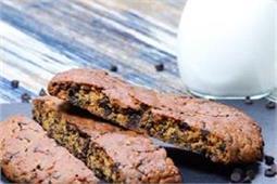 घर पर बनाएं Chocolate Chip Biscotti