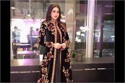 डिजाइनर रोहित बल का खूबसूरत आउटफिट पहनकर इवेंट में पहुंची Sridevi