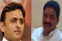 अखिलेश को बड़ा झटका, मुलायम का एक और करीबी विधायक BSP में शामिल