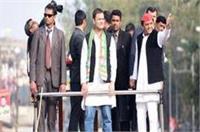 पहले 'रोड शो' और फिर 'जनसभा' के जरिए राहुल-अखिलेश ने किया शक्ति प्रदर्शन