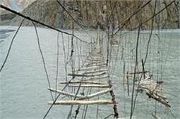 खतरनाक ब्रिज, जहां एक चूंक से जा सकती है जान!