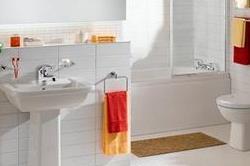 बाथरूम की चमक रहेगी बरकरार, सफाई में यूज करें ये चीजें
