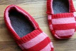 घर पर खुद ही बनाएं Cozy Slippers
