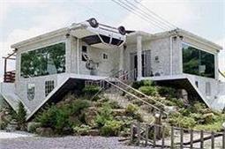 तस्वीरों में देखें, अजीबोगरीब ढंग से बने घर!