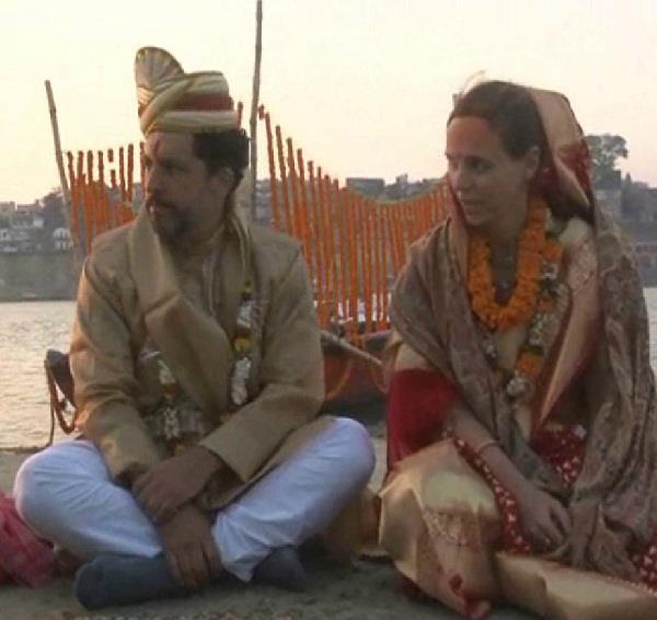 मां गंगा को साक्षी मानकर विदेशी साईकोलाजिस्ट ने किया विवाह