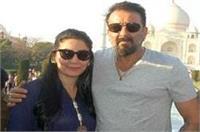 फैन हुए बेकाबू, संजय दत्त ने मान्यता के साथ निहारा ताज