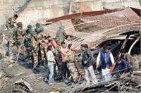 SP नेता की लापरवाही से कानपुर में अंडर कंस्ट्रक्शन इमारत ढही, 9 मजदूरों की मौत