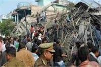 कानपुर इमारत हादसा: मलबे से जीवित निकाले गए पिता-बेटी, सपा नेता के खिलाफ प्राथमिकी दर्ज