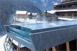 दुनिया का सबसे डरावना स्वीमिंग पूल!