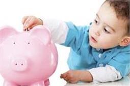 ऐसे सिखाएं बच्चों को पैसों की बचत करना