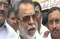 अखिलेश यादव ने मंत्री शारदा प्रताप शुक्ला को किया बर्खास्त