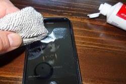 टूथपेस्ट हटाएं Phone पर पड़े स्क्रैच, और भी है लाजवाब फायदे!