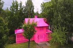 ईंटों से नहीं, रेशम के धागों से बना यह घर!