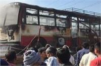 चलती बस में लगी आग, ड्राइवर की सूझबूझ से बची यात्रियों की जान
