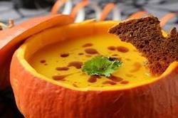 पम्पकिन एंड पीनट बटर सूप