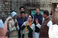 UP Election-पहली बार चुनावी मैदान में बीजेपी सांसद हुकुम सिंह की बेटी, भाई को दे रही टक्कर