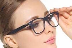 बस अाजमा लें ये 6 नुस्खे, उतर जाएगा आंखों पर लगा चश्मा!