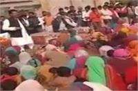 सपा विधायक ने वोटरों को दी धमकी, वीडियो वायरल