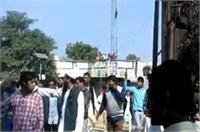 यूपी चुनाव: कहां हुआ पथराव और कहां भांजी गई लाठियां, पढि़ए पूरी खबर