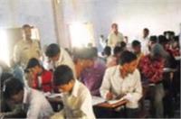 बोर्ड परीक्षाओं में नकल रोकने के दावों की खुली पोल, पकड़े गए सैंकड़ों नकलची