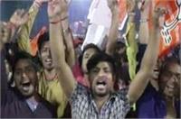 गोरखनाथ मंदिर में योगी के सीएम बनने की खुशी में दिवाली जैसा जश्न, बढ़ी सुरक्षा