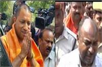 गोरखपुर मंदिर के बाहर CM योगी के सामने शख्स ने की आत्मदाह की कोशिश