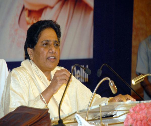 संघ के सहयोग से अपनाये जा रहे भाजपा के हथकंडे लोकतंत्र के लिए खतरा: मायावती