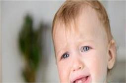 बच्चा निकाल रहा है दांत तो ध्यान में रखें ये बातें