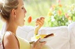 गर्भावस्था में रहना है स्वस्थ तो भूलकर भी न खाएं ये 5 चीजें