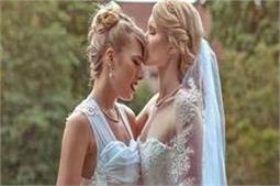इन लड़कियों ने की एक-दूसरे से शादी, करवाया फोटोशूट